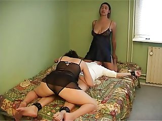 Kamilla Mia threesome