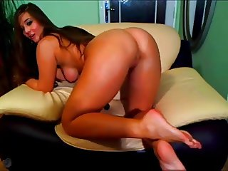 beautiful romanian model brunette natural boobs on cam