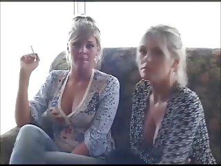2 smoking girls