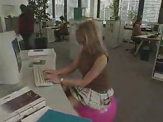 Sextoy at work Sexspielzeug am Arbeitsplatz