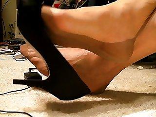 Full fashioned stockings feet shoe dangle no cum ..