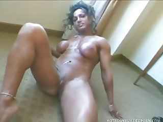 Mature muscle woman Rhonda Lee Quaresma rub her pussy