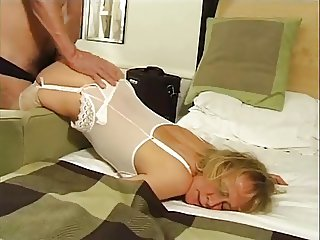Brit Mature Masseuse Does The Business In The End