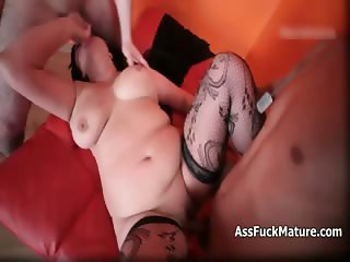 Raunchy old slut loves getting fucked part4