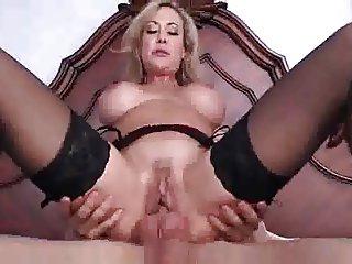Super sexy milf...