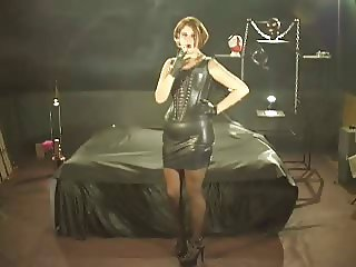 Smoking Fetish Synthia smoking in Leather Outfit part4
