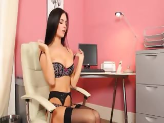 Sexretary with amzing blackhair hair