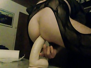 HUSSY IN OUVERTPANTYHOSE RIDING DILDO IN HIS BUTTHOLE